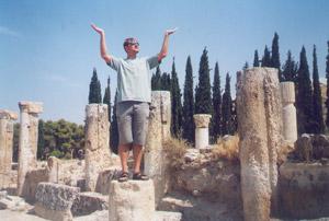 Raksta autors senâs grieíu pilsçtas Hierapolisas drupâs ...